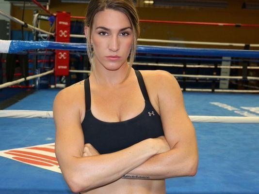 Mikaela Mayer harmadik profi sikere
